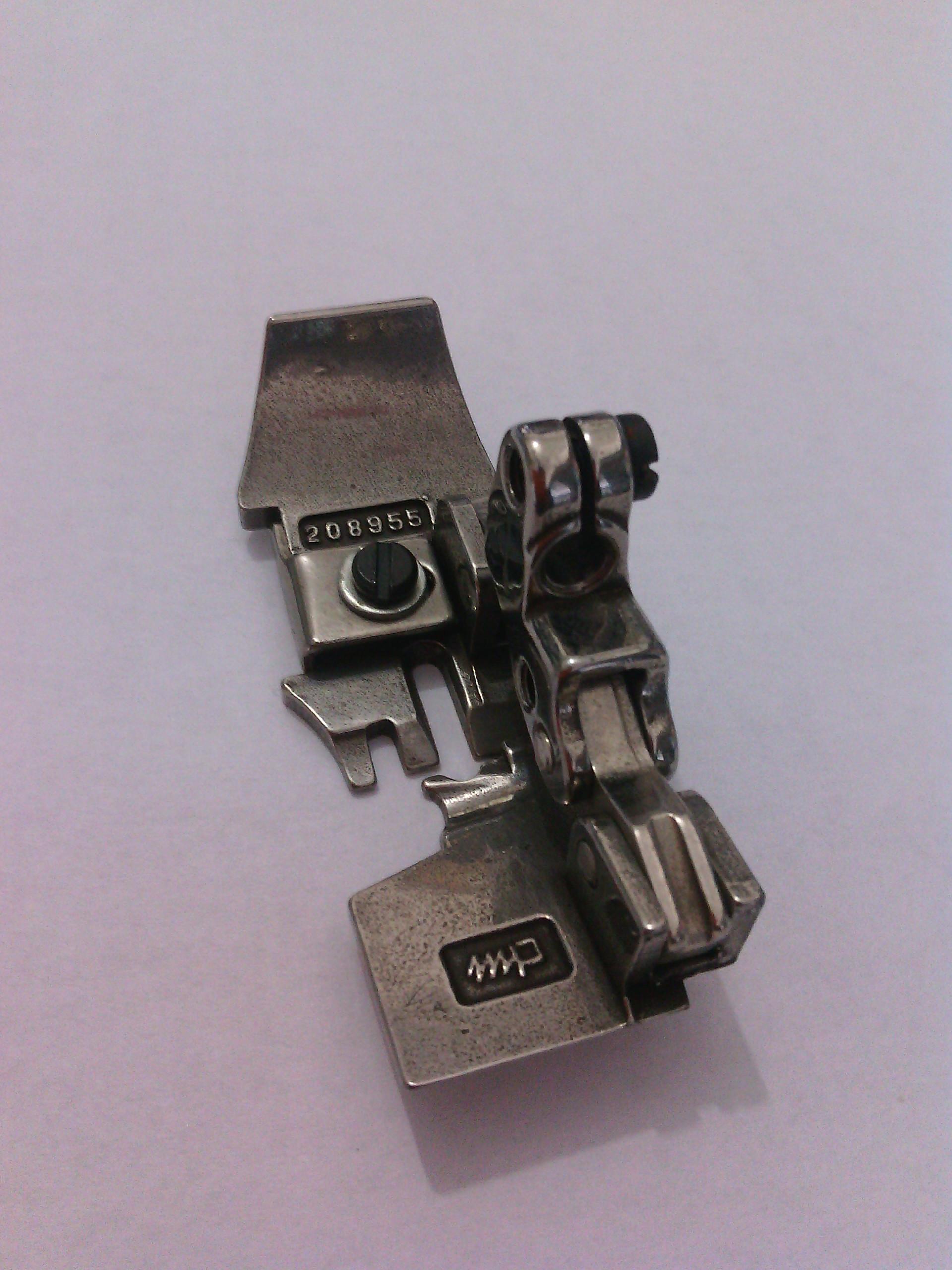 飞马L32-86五线包缝机压脚208955、204668